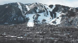 THIS PHOTO SHOWS the Aspen Mountain ski area. Resort towns like Aspen, Colo., dramatically demonstrate an unnerving trend: Across the country, the rich are getting richer while the rest of the country is essentially treading water.