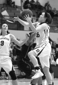 BOWDOIN'S MARLE CURLE goes up for a shot in a NESCAC quarterfinal against Williams on Saturday in Brunswick.