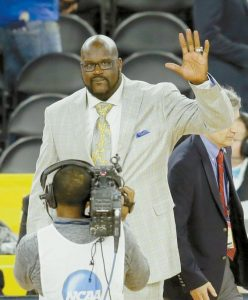 SHAQUILLE O'NEAL waves as he is introduced as the Naismith Memorial Basketball Hall of Fame class of 2016 during the halftime of the NCAA Final Four tournament college basketball championship game on Monday in Houston.