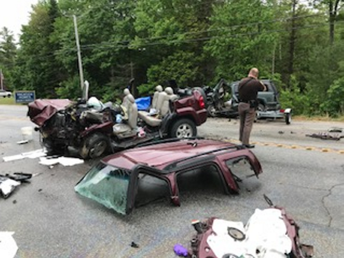 Mother and daughter killed as dual crashes halt traffic
