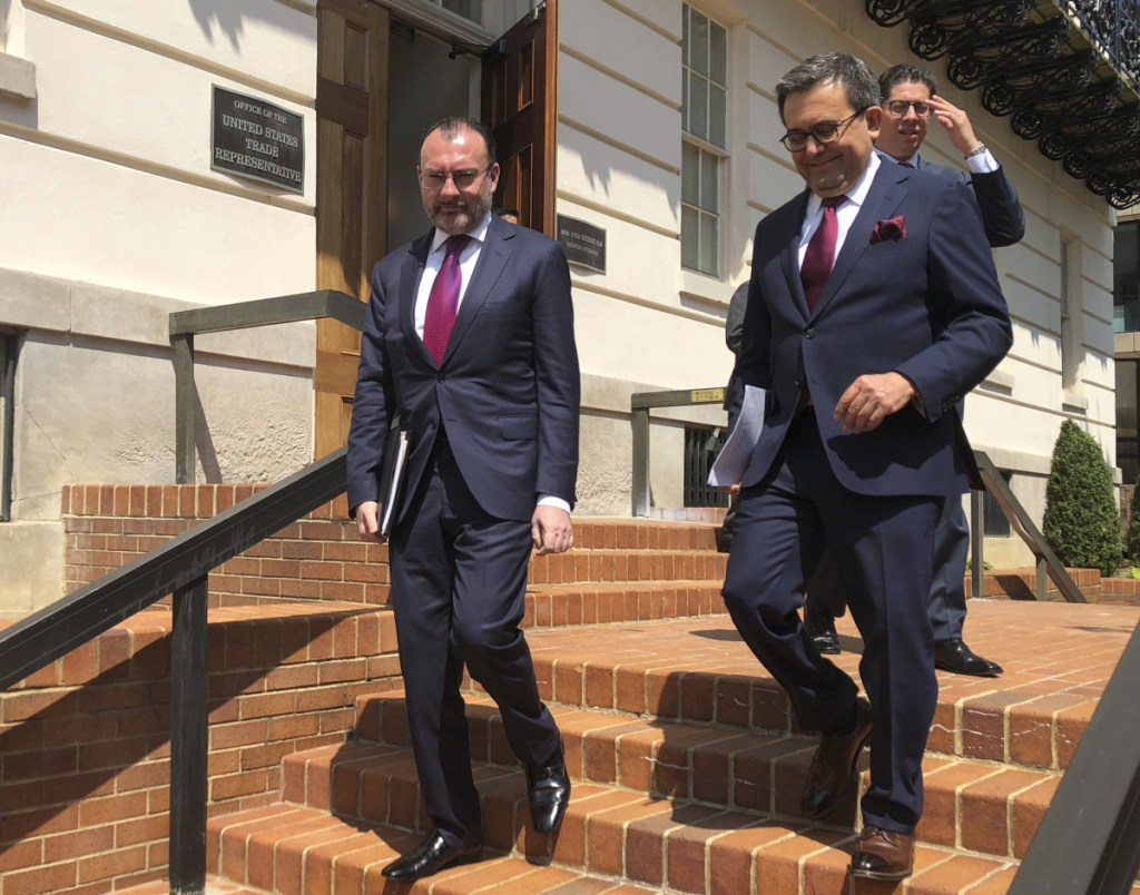 Mexican Foreign Minister Luis Videgaray, left, and Economy Minister Idelfonso Guajardo leave the Office of the United States Trade Representative Robert Lighthizer in Washington, D.C., last Friday.