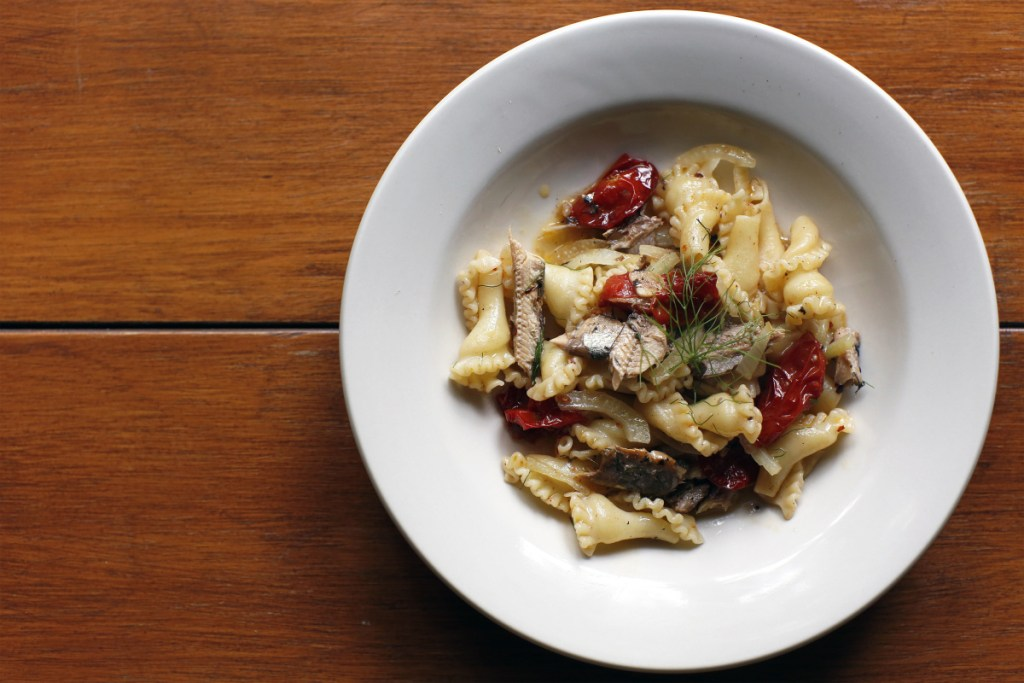 This recipe for Roasted Tomato, Fennel and Sardine Pasta serves four to six people.