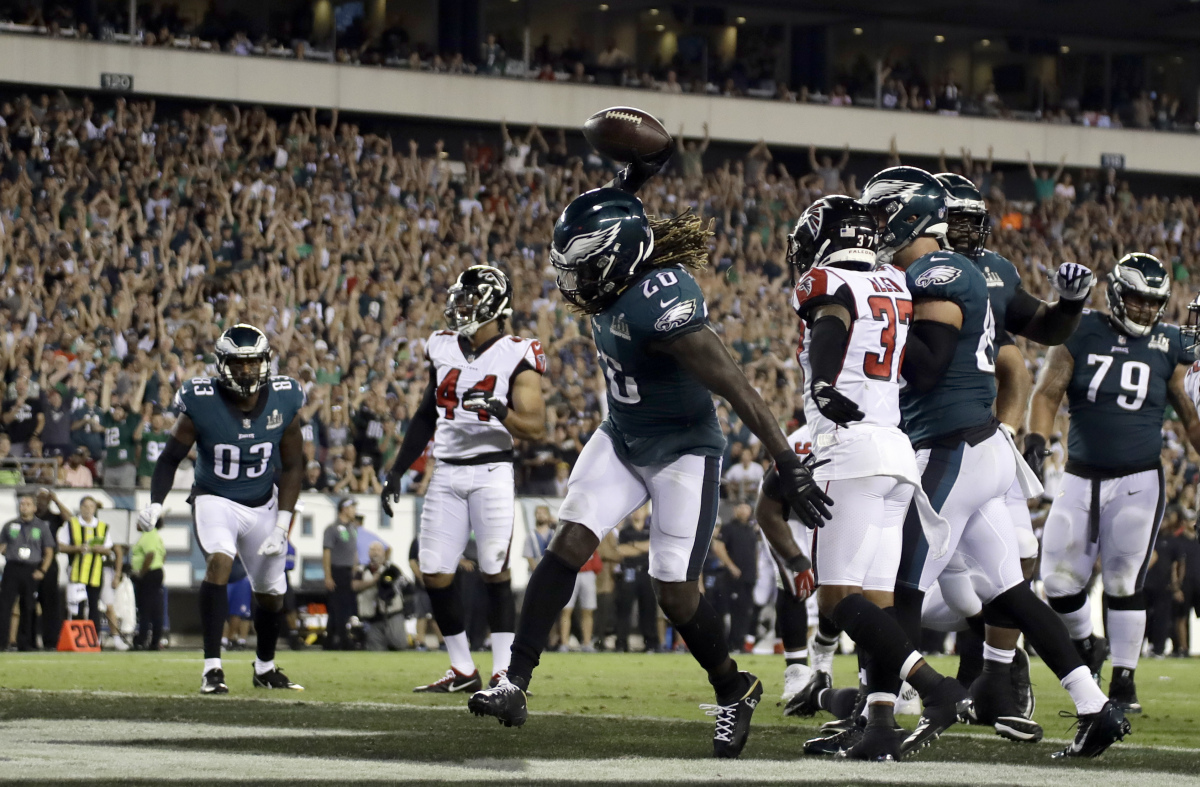 1b77d1985f5 Defending champion Eagles hold off Falcons to win NFL opener, 18-12. Jay  Ajayi scores on ...