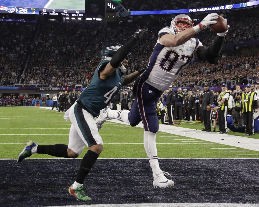183e9d6f Tom Brady calls Gronk the GOAT, shares 'love' for retiring tight end ...