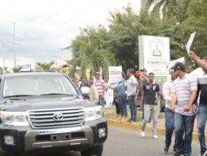 Manifestantes vociferan contra el presidente Danilo Medina en Santiago (foto cortesía Hoynoticias.com.do)