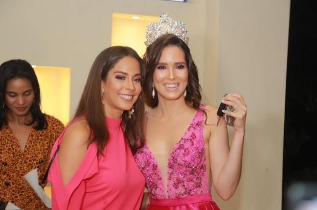 Miss RD Santiago celebra logros Fátima Rodríguez y le entrega un carro
