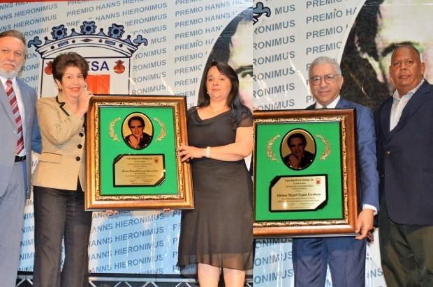 Adriano Miguel Tejada y Héctor -Tito- Pereyra (In Memoriam), reciben XXVII Premio Hanns Hieronimus