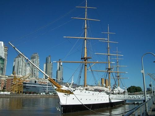 En la marina de Puerto Madero, dique 3 del río De la Plata, en Buenos Aires, D.F.