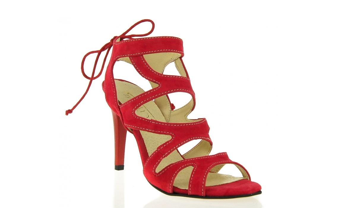Kobiecość w wielu odsłonach – polskie buty