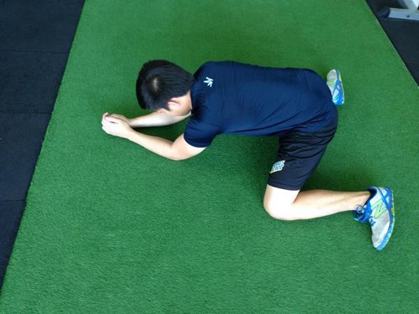 ms_training_20_Rocking Frog Stretch 2