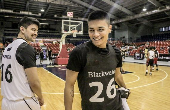 Rayver Cruz, Ronnie Alonte show off basketball skills at Blackwater…