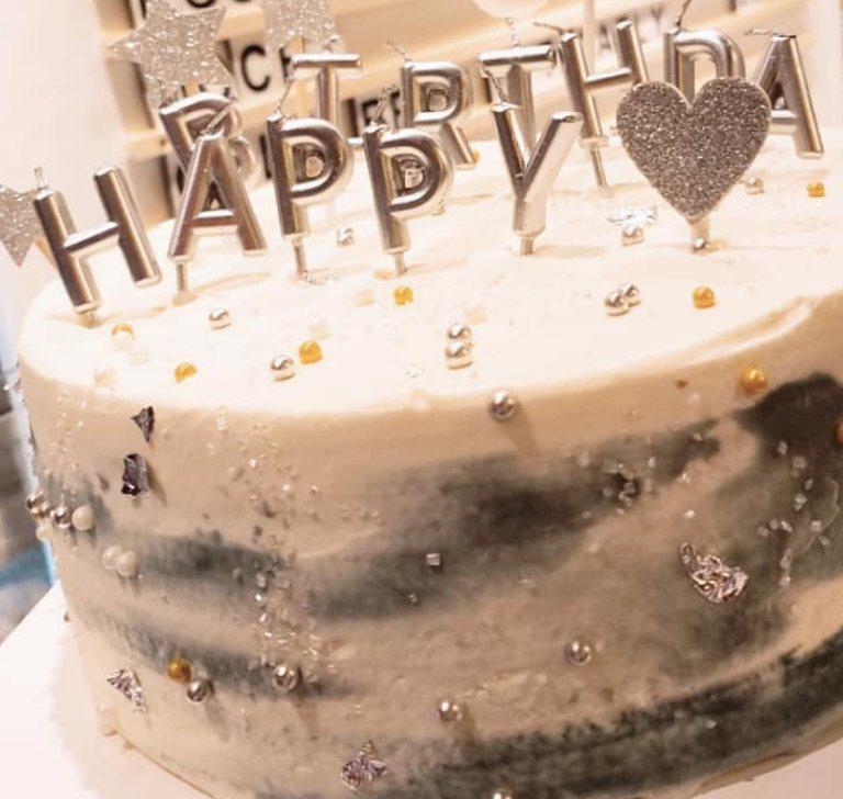 custom cake 11
