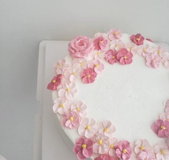 custom cakes 30
