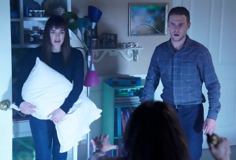 agents-of-shield-elizabeth-henstridge-iain-de-caestecker-02