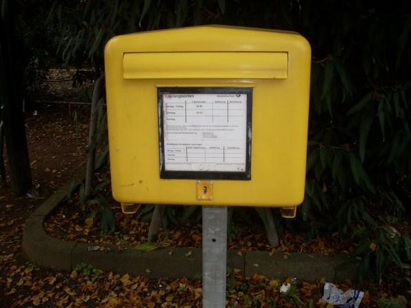 mailbox in Gelb
