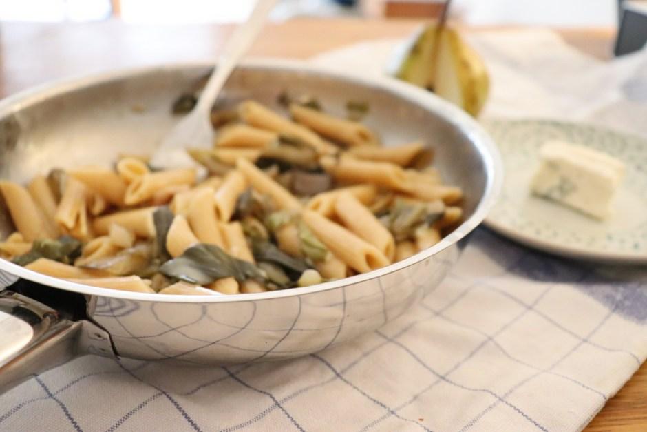 Pasta mit Mangold, Gorgonzola und Birnen