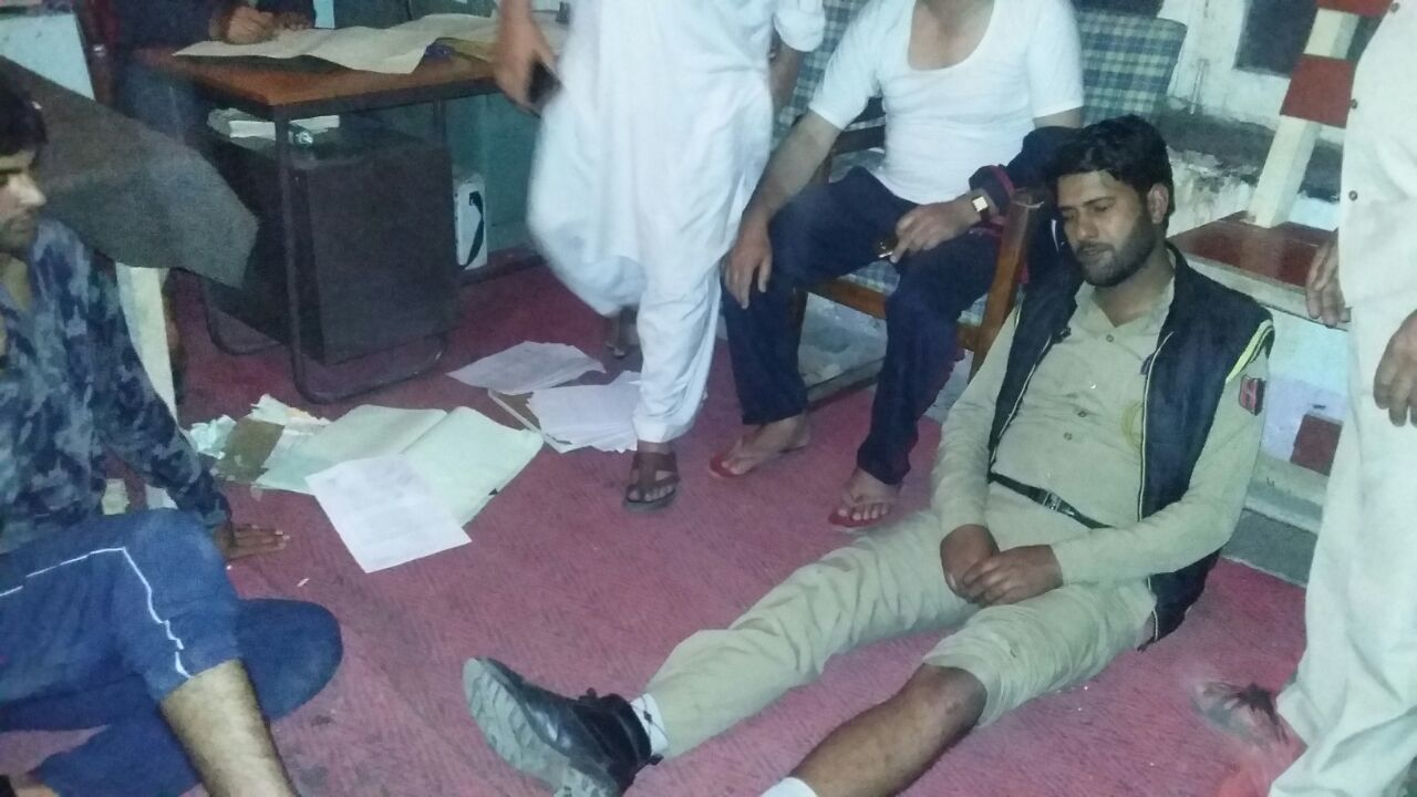 Image result for 8 Cops Injured In Thrashing By Indian Army In Ganderbal