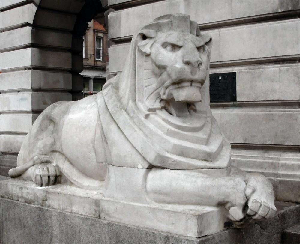 Nottingham's stone lions (1/5)