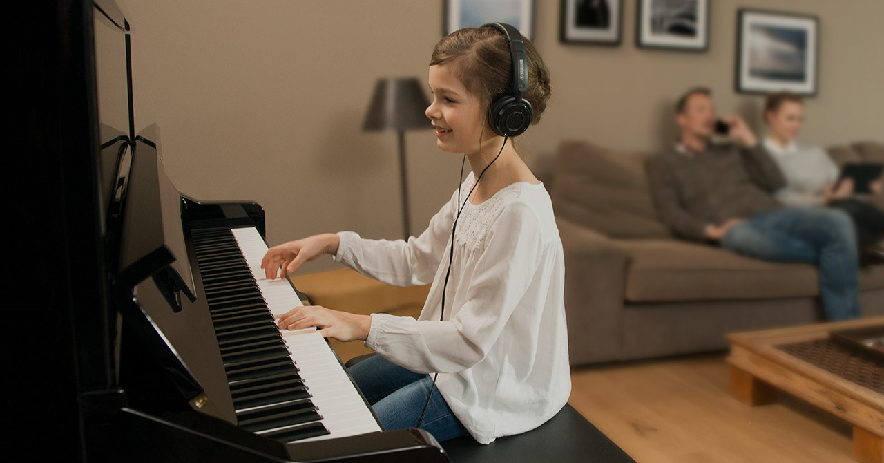 LEARNING TO PLAY WITHOUT TEARS - The Benefits of Learning to Play a Music Instrument at the same time as your child