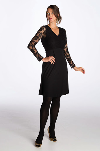 Bring on Christmas, I've found the perfect breastfeeding party dress!