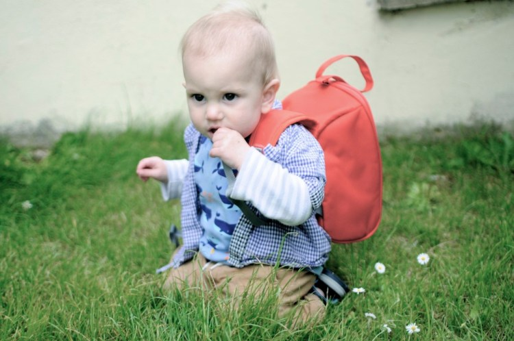 The feeder pod from the PacaPod changing bag allows toddlers maintain some independence while freeing up some space in the parent bag for mum or dad to use as a handbag