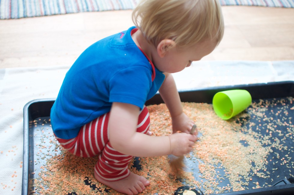 5 minutes activities for toddlers for when you need a spare pair of hands
