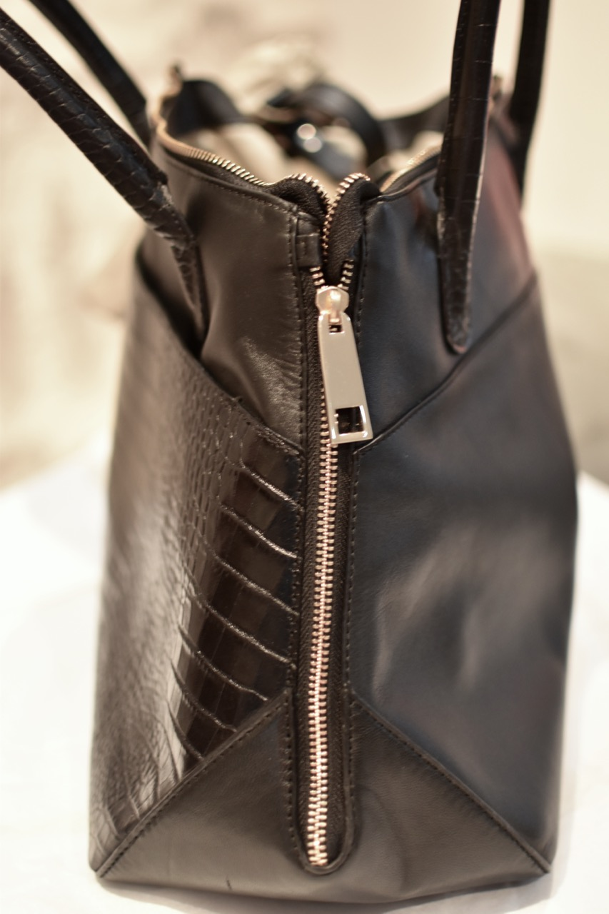 Open side zips. Defining the baby bag market with a functional yet elegant  luxury changing bag e7e4b2ed60f35