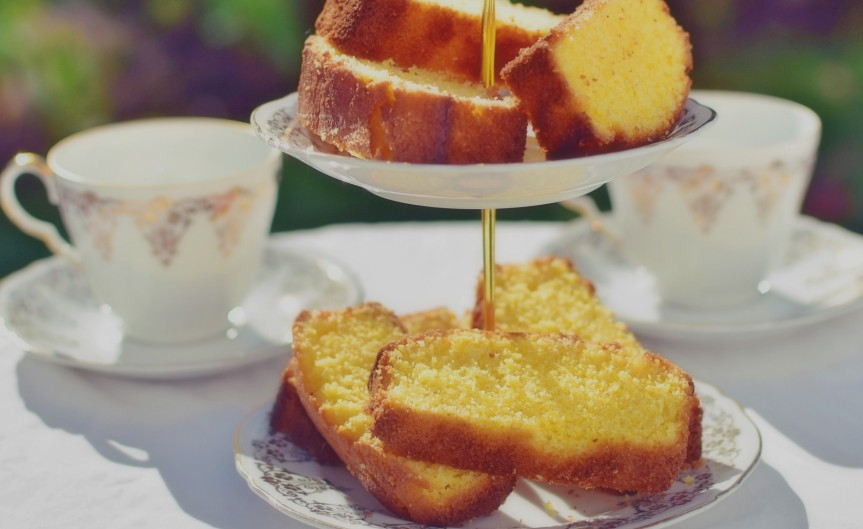 A delicious and tangy lemon polenta cake