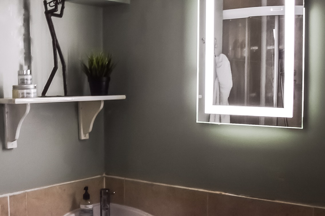 Quick And Easy Makeover for a Dark Bathroom