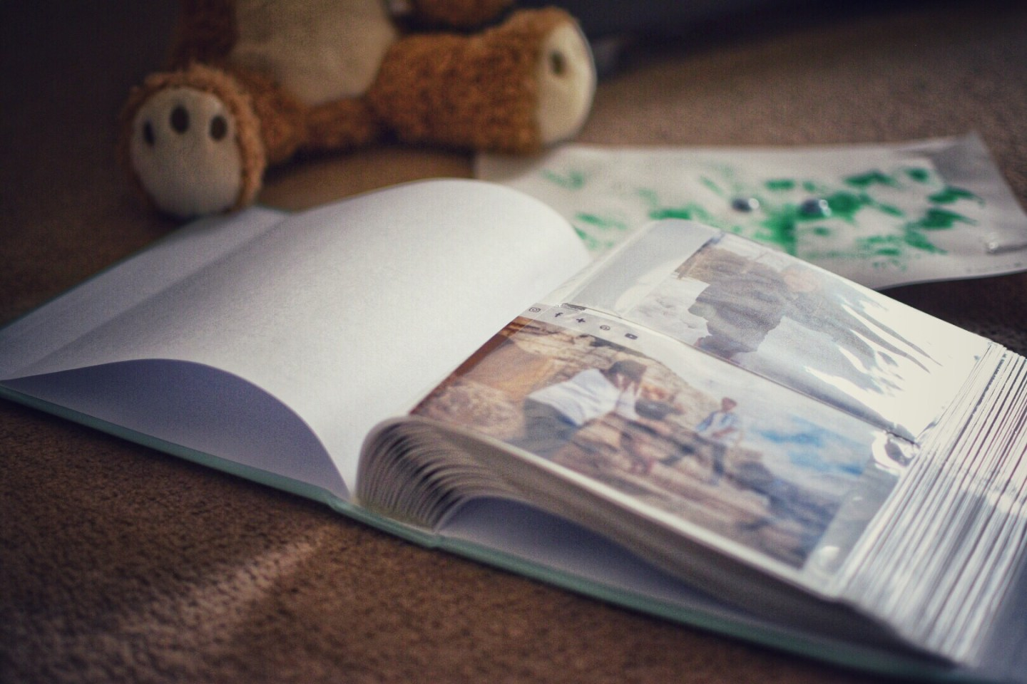 Where do you store your precious memories? The first school drawings, photographs and your child's first teddy?