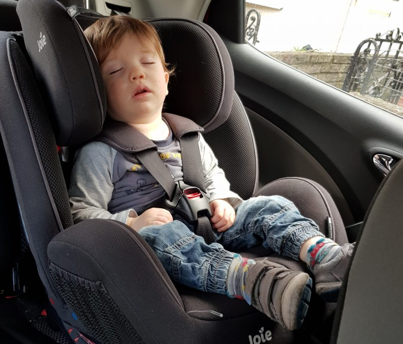 toddler-fast-asleep-in-car-seat