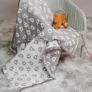 leichte Babydecke – Elefanten – elefantengrau