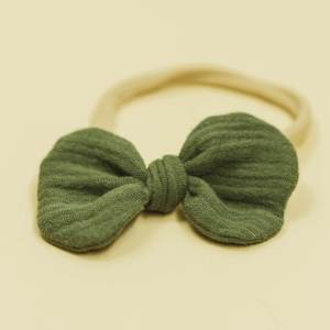 Babyschleife – olivgrün Musselin