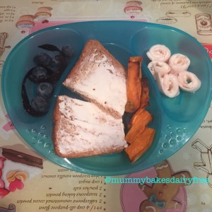 Fruit leathers and blueberries, sweet potato, chicken and violife creamy swirls and violife sandwiches.