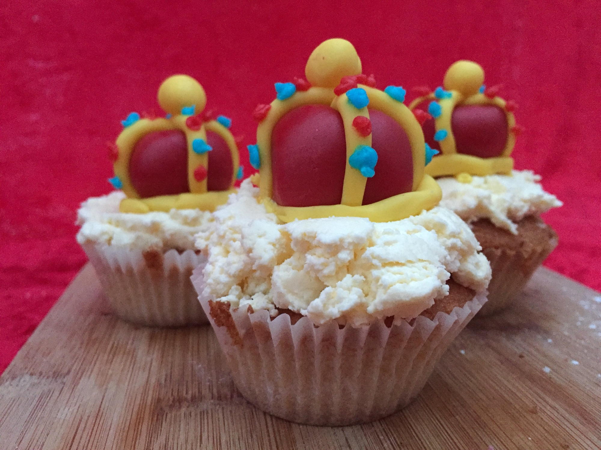 Strawberry and cream Royal fairy cakes #DrOetker