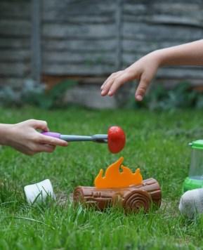 Autumn outdoor imaginative play: Camping fun!