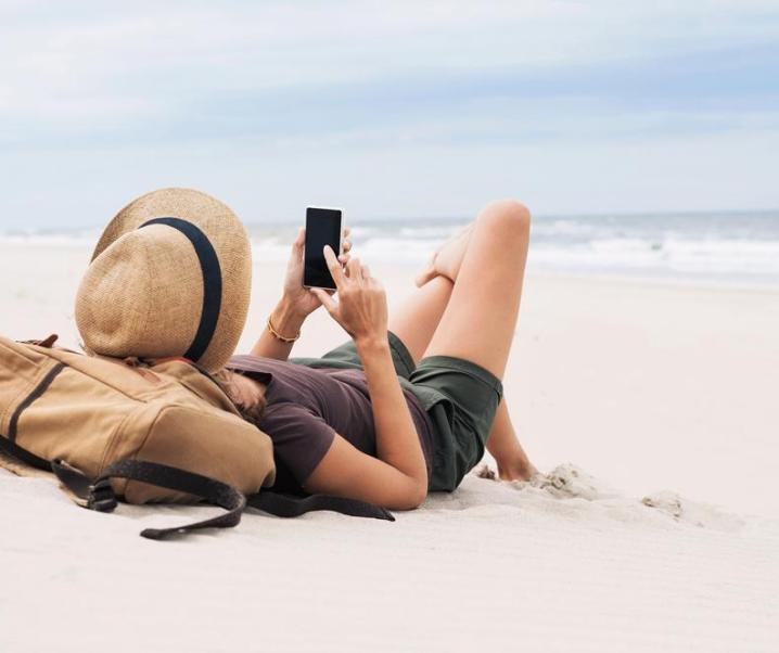 The importance of staying in touch while travelling