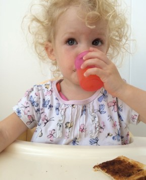 4 Ways to encourage independence at mealtimes
