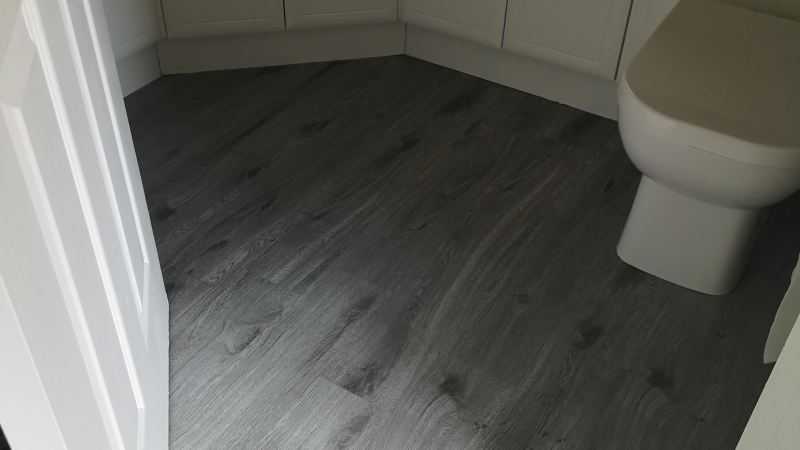 b&m self adhesive floor planks
