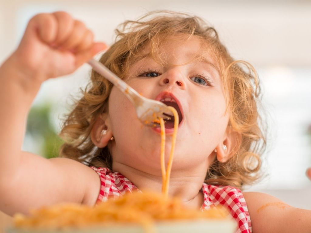 The Best Ways to Avoid Mess While Feeding Your Child