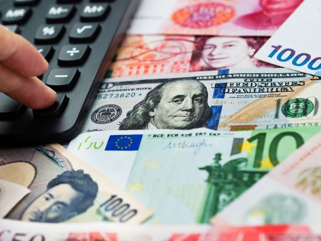 Holiday Preparation: When to Exchange Your Currency