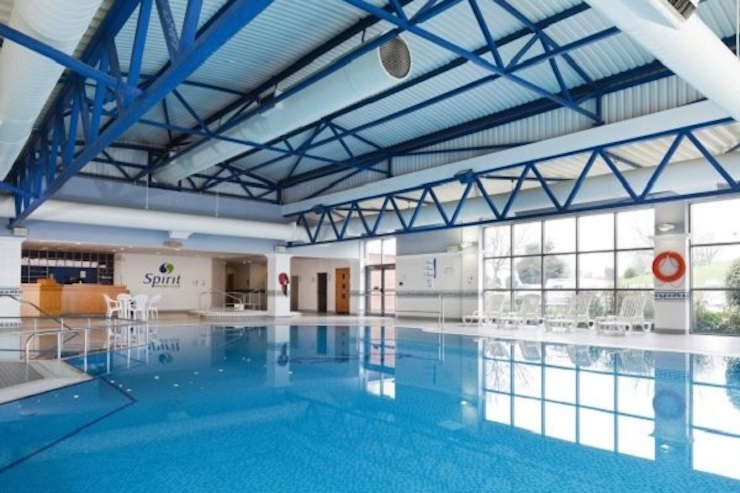 Heathrow park and fly hotels mums do travel for Family hotels belfast swimming pool
