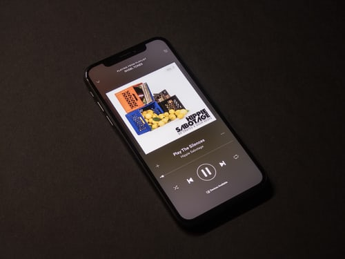 How to listen to FM Radio on iPhone with several radio-station apps