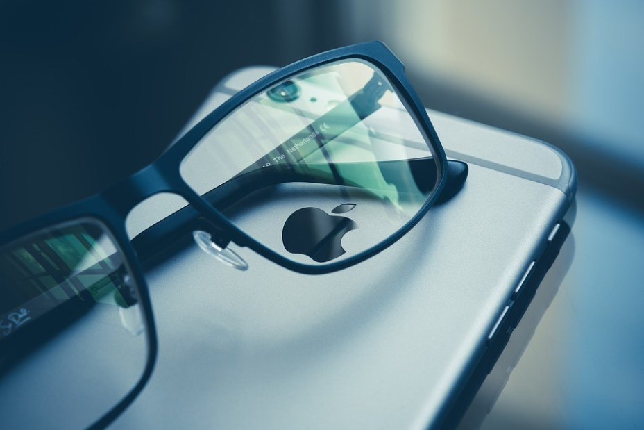 Apple's Interesting Idea for Apple Glass Includes Overlaying AR Screen on iPhone to Improve Privacy