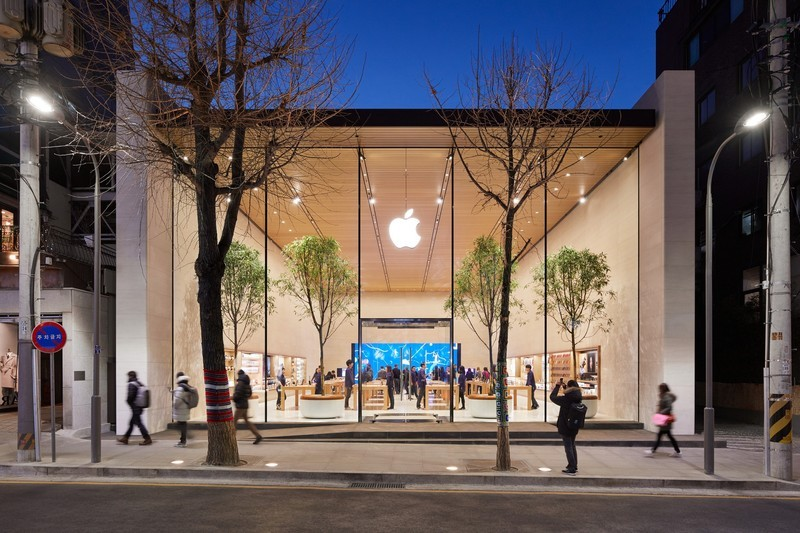 Mother and Son Duo Duped Apple Store by Exchanging More Than 1000 Fake iPhones