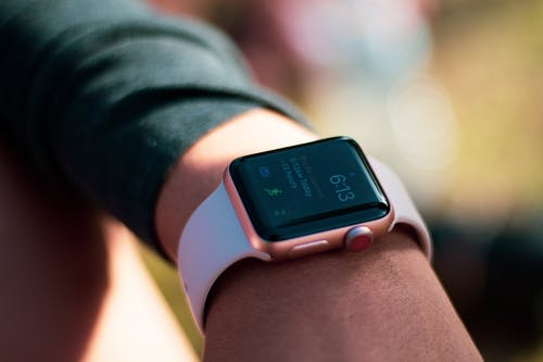 Low-cost Apple Watch Detailed: Series 4-like Design, No ECG