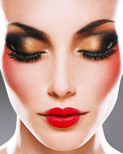 dramatic make up look