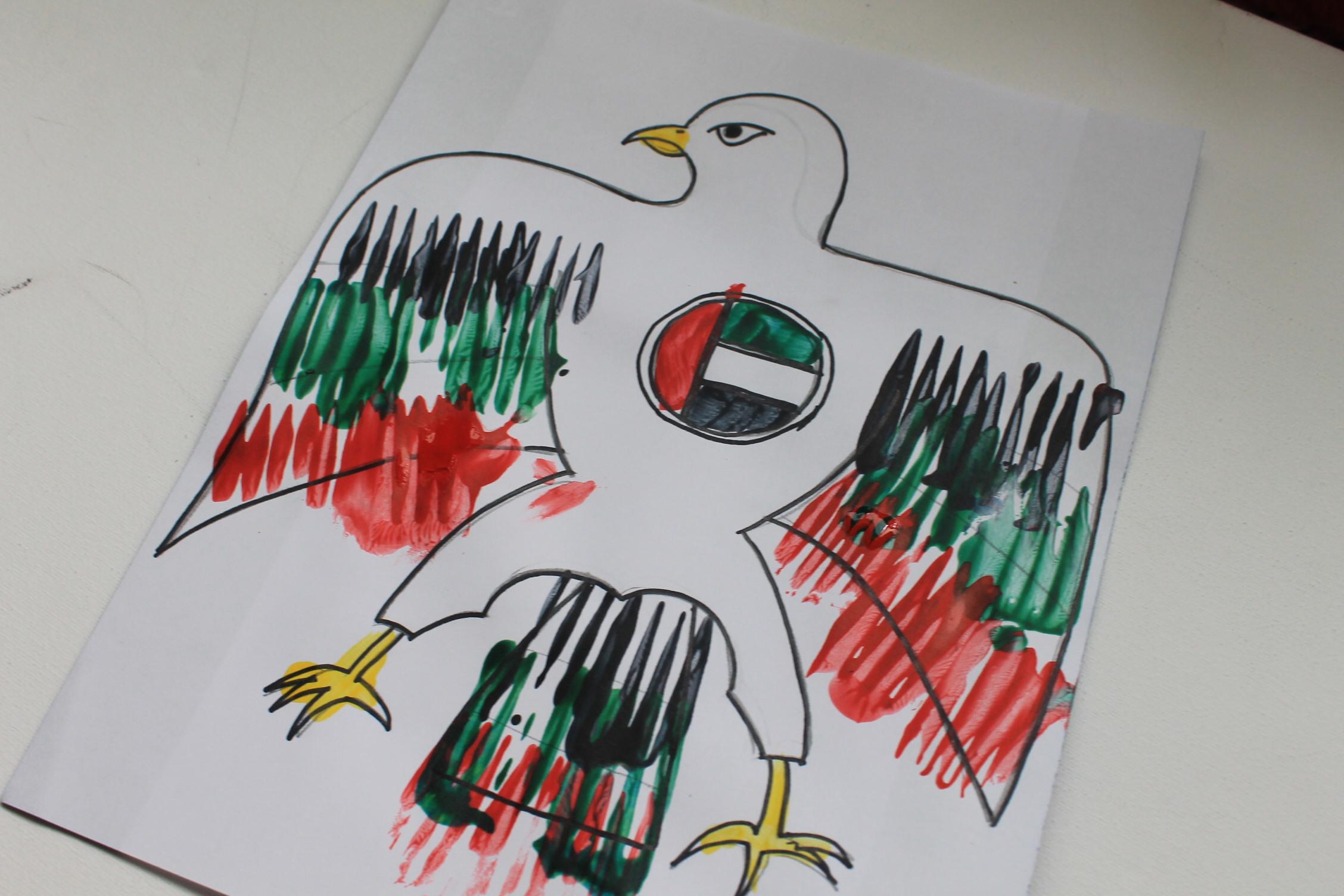 UAE National Day craft: Painting the UAE Emblem