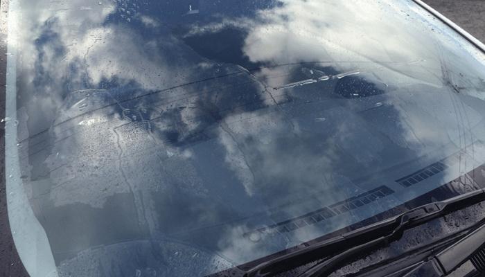 キイロビンでガラスの油膜を落とし撥水剤(ガラコ)の効果を100%引き出す! (2/6)