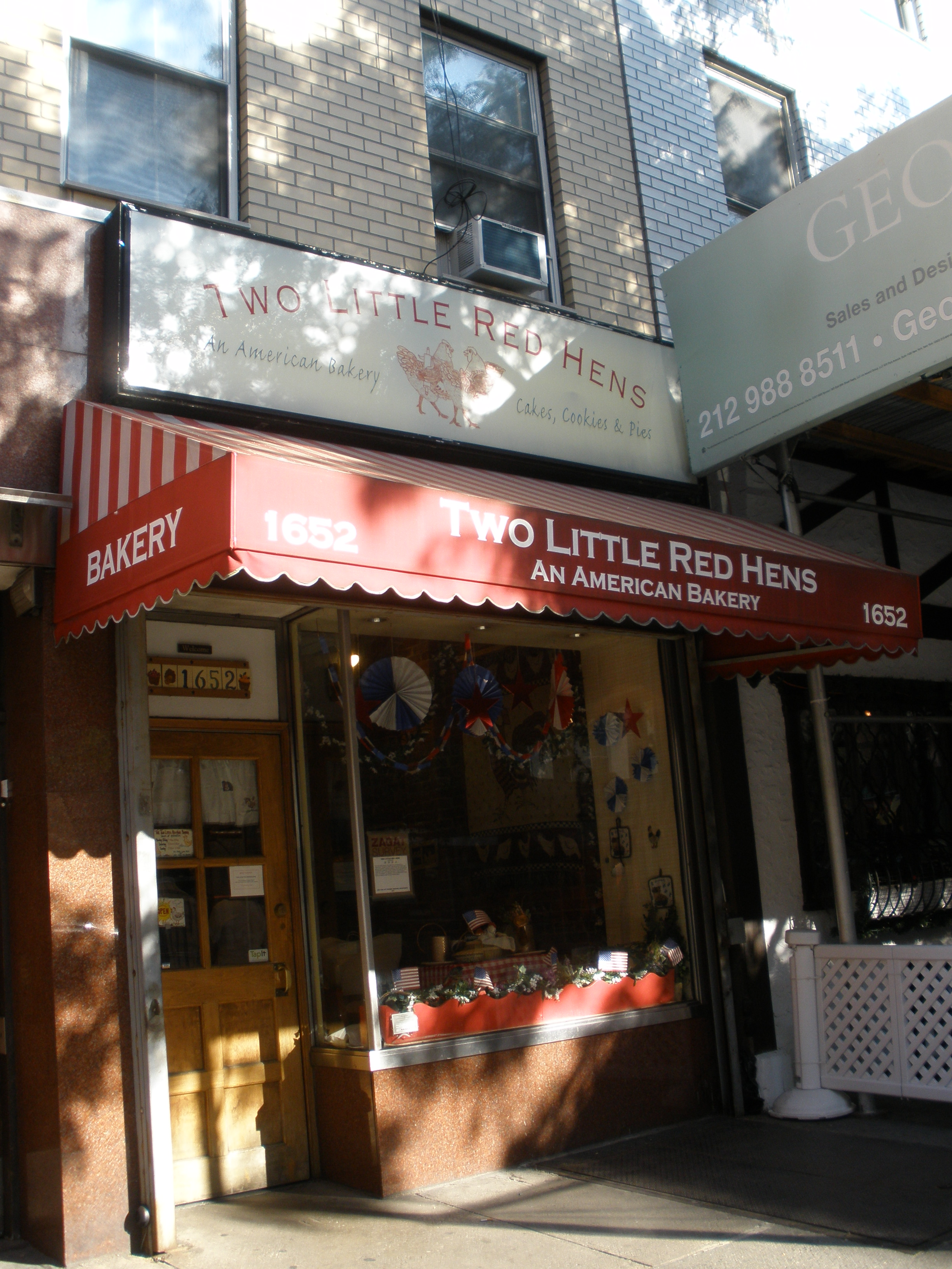 Another bakery front that gives off the cute, home-baked-with-love feeling.